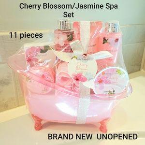 NEW 11 Piece Spa Set  Cherry Blossom /Jasm…